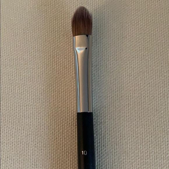 da3be4463c Chanel concealer brush No. 10